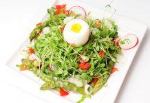Frühlingssalat mit grünem Spargel