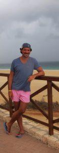 Jürgen steht am Strand