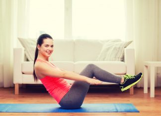 Frau beim Bauchtrainin auf BodyChange Fitnessmatte
