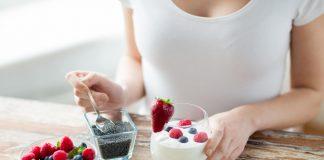 Superfoods Joghurt mit Beeren und Chia-Samen