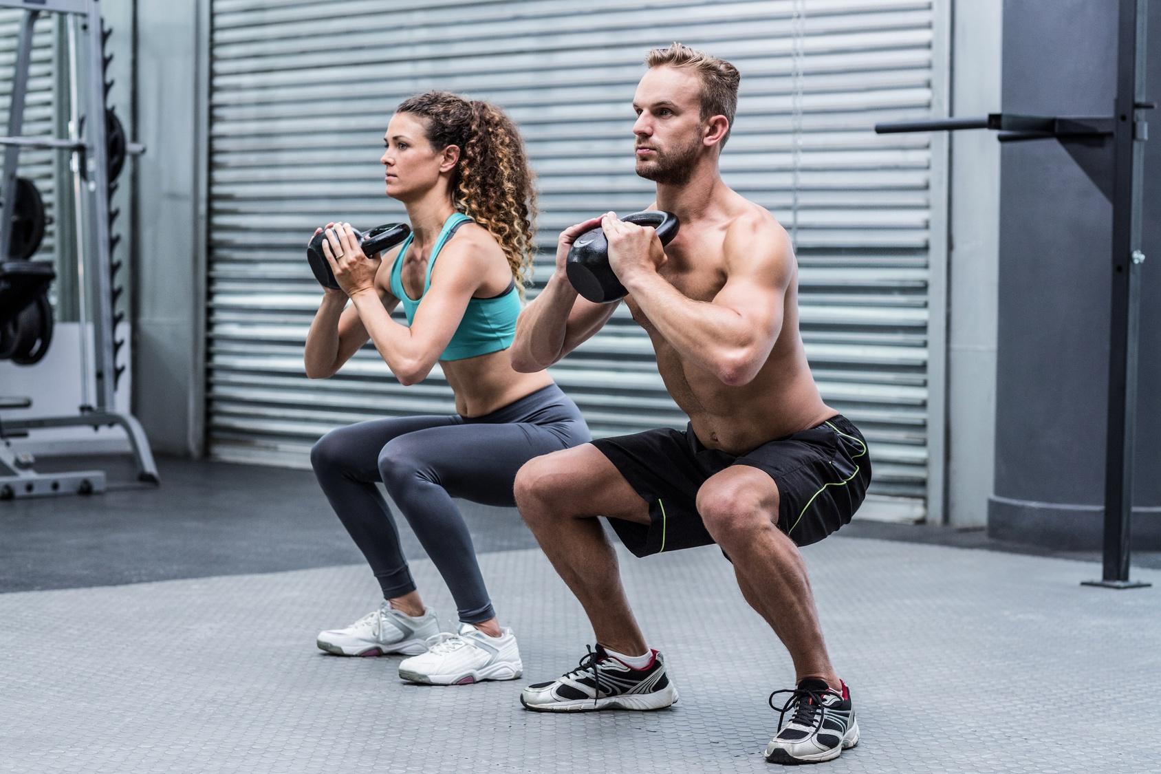 Das musterhafte Menü für die Abmagerung bei den Beschäftigungen im Fitnessstudio für die Frauen