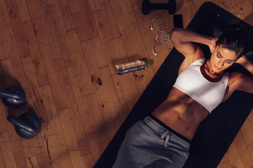 frau bauch workout zu hause