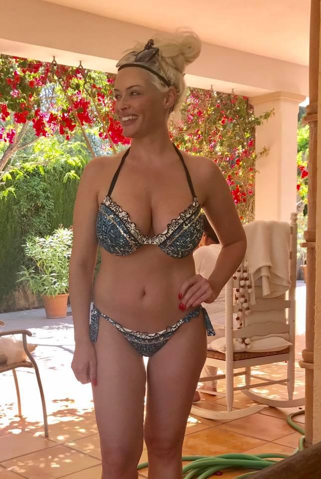 Daniela im Bikini