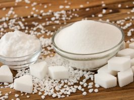 Zuckerwürfel auf dem Tisch