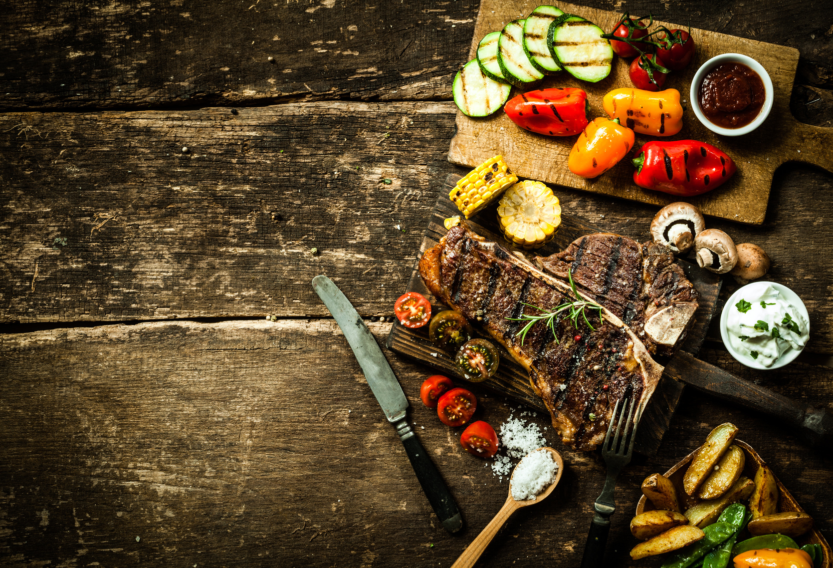 Grillteller mit Steak und Gemüse