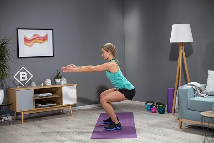BodyChange Coach Miri zeigt Squats