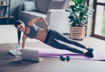 Fitnessprogramm für zuhause - Frau macht Sideplank